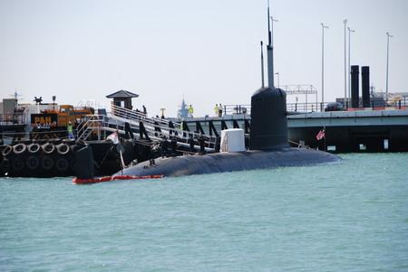馬來西亞_海軍_首艘由法國建造的東姑阿都拉曼號(KD Tunku Abdul Rahman)_20090903返國成軍服役_.jpg