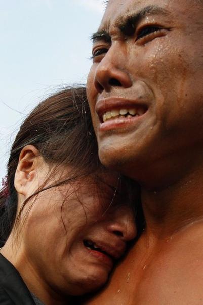 通過天堂路的蛙人弟兄與母親痛哭