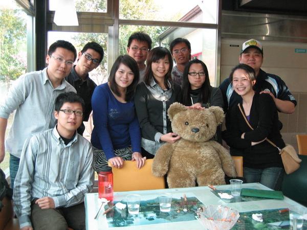 偷隔壁的熊熊來張大合照XD