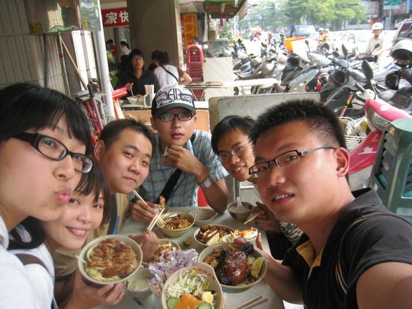 第一天中午到台南吃永樂燒肉飯