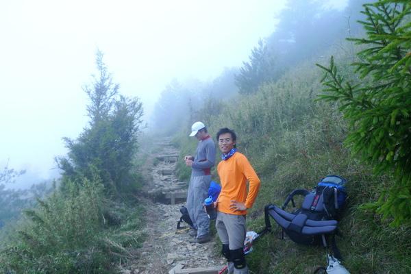 還沒到哭坡就開始起大霧了…這就是不想下午出發的原因