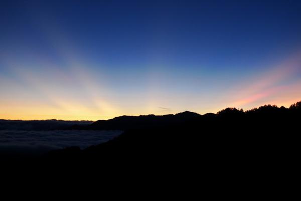 日出前的南湖中央尖