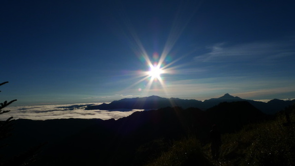 雲海上的南湖中央尖