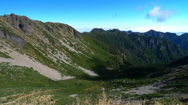隨著一步步高度地上升~北稜角至大霸的聖稜段漸漸清楚