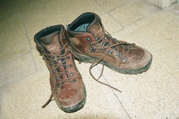 新鞋第一次穿遇下雨…真心痛