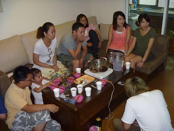 20120728 - 肉丸曆 PART2 - 看電視01