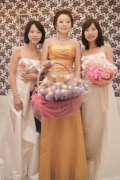 02 - 亭婚禮 - 02 - 伴娘二人組加新娘