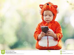 「小孩拿手機」的圖片搜尋結果