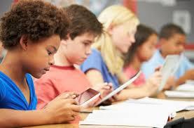 「孩子玩手機」的圖片搜尋結果