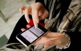 「偷看手機」的圖片搜尋結果