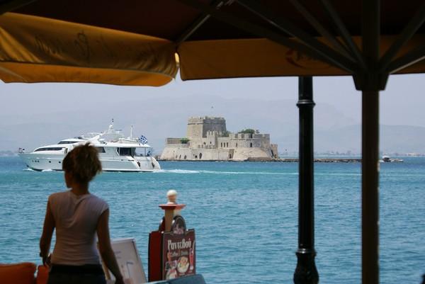 200706241406城堡遊艇女人