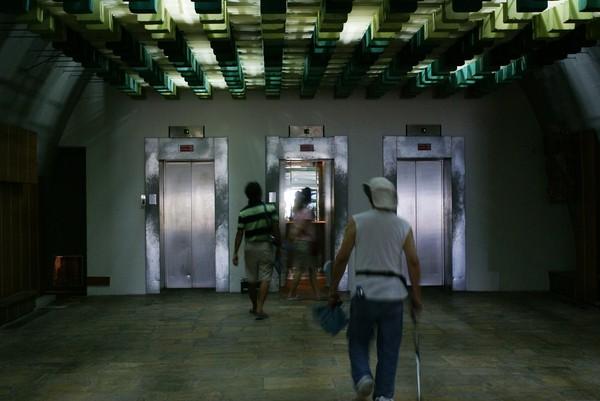 200706241554搭電梯囉