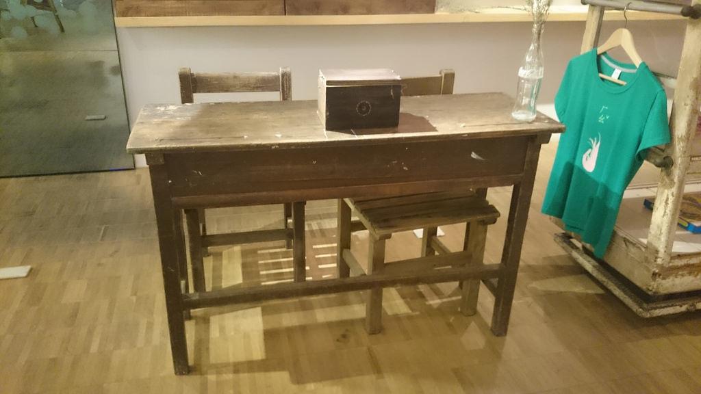 古早課桌椅