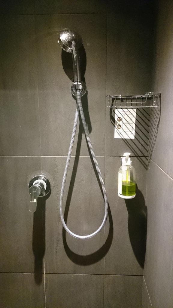 浴室蓮蓬頭