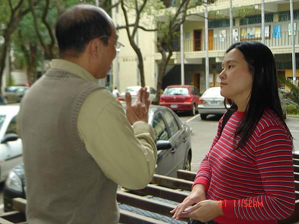 許建民老師與環宇電台記者談話