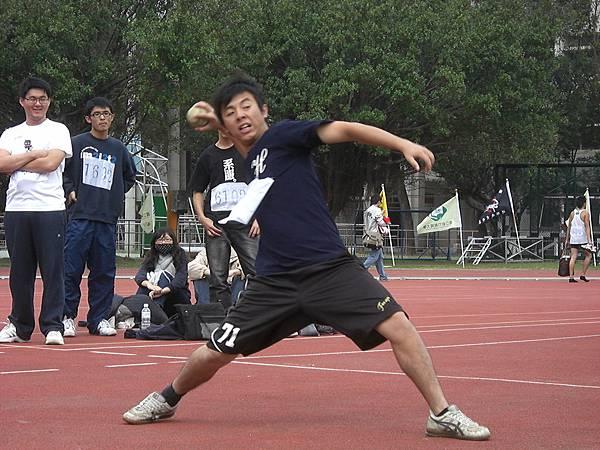 男乙組壘球擲遠