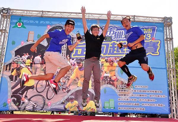 8.第一名賴韋綸、劉承勳首次參加單車定向越野的比賽即獲得佳績,擊敗眾多好手從三百組中脫穎而出.JPG