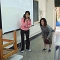 講師請學員示範拋滾球的動作.JPG