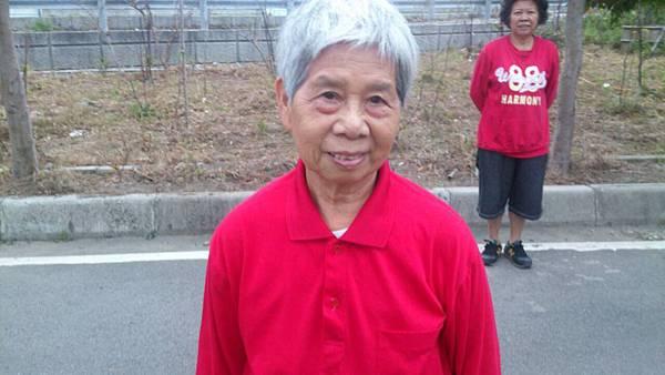 85歲的阿嬤也是天天健康早起來運動喔.jpg