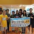 薛小姐(左3)為仁愛啟智中心的職能治療師,也是本活動的大力推手之一。 (小彊)左2為唐氏症的學員,生性樂觀開朗,喜歡游泳.JPG