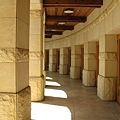 Opus One一樓試飲室外的長廊,很氣派