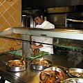 熱時以及正在切肉的廚師