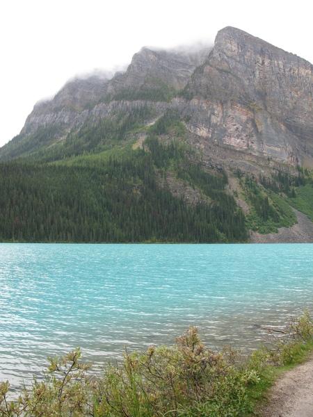 路易斯湖-湖水顏色真美