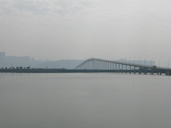 往舊城區的橋