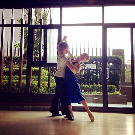 雙人舞排練中