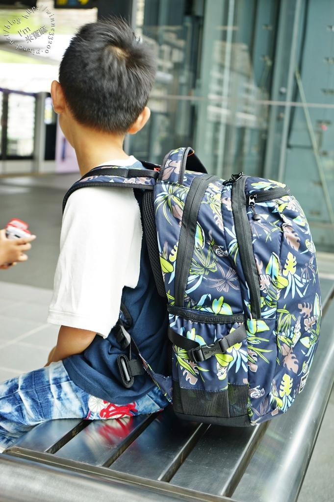 SOLIS防潑水後背包25