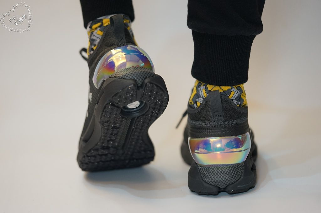 HNDER ARMOUR  HOVR Phantom SE MD慢跑鞋 (20)