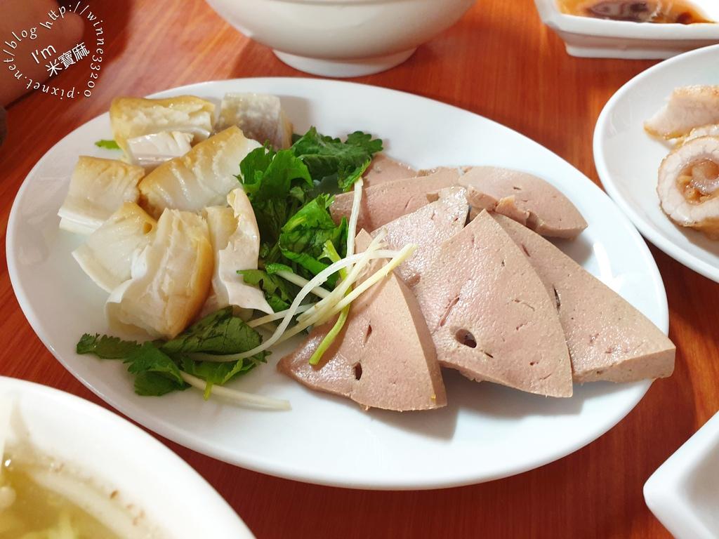 阿角紅燒肉┃太平市場人氣小吃。六種部位紅燒肉。食尚玩家封「台北最強紅燒肉」