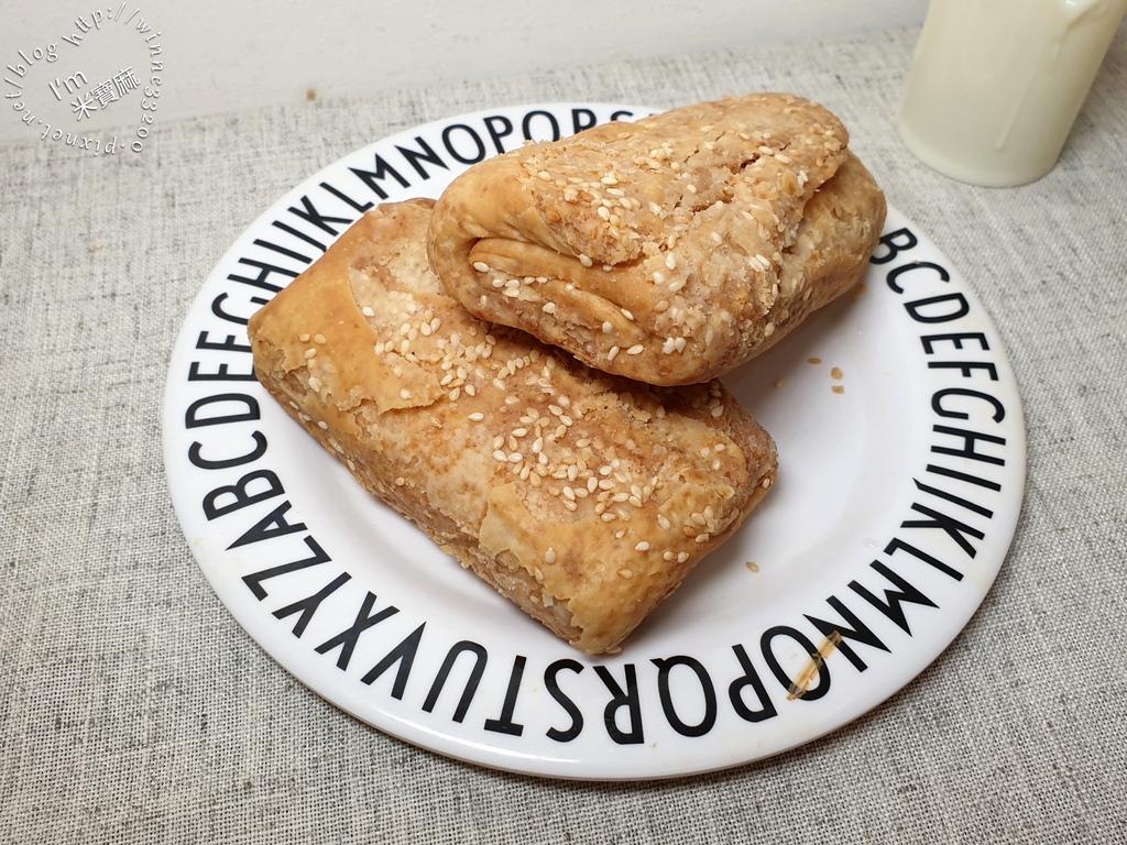 萬華千層燒餅┃等2年也甘願的神秘燒餅。好吃不掉渣,鹹香酥脆超對味