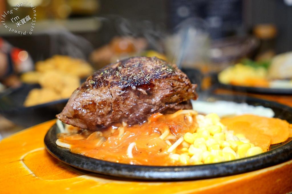 享獅牛排 LION STEAK┃永和 牛排 人氣店家。百元價格吃原肉牛排,還有濃湯、麵包、冰品飲料任你吃