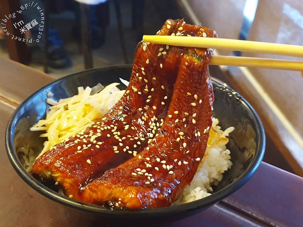 三味食堂┃西門町日式料理。來這除了點巨無霸握壽司,蝦仁炒飯、鰻魚飯也不錯