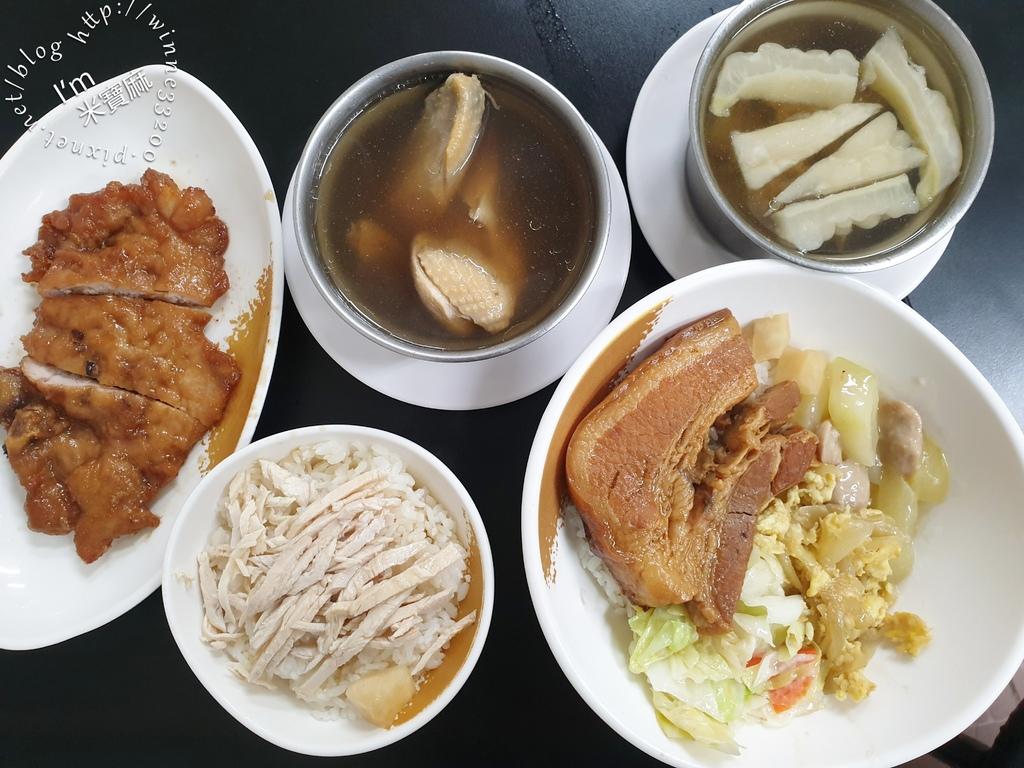 儂好佳雞肉飯┃新店大豐路美食。東坡肉飯、滷排骨都好吃,還有湯品小菜可選擇