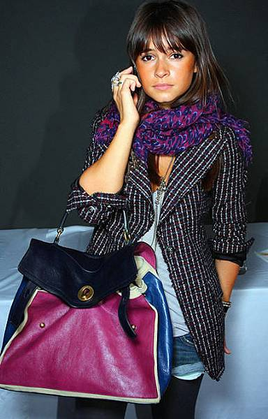 celebs-star-russian-model-ysl-two-muse-bag-miroslava-duma.jpg