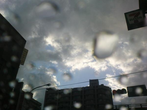 971112下雨了...