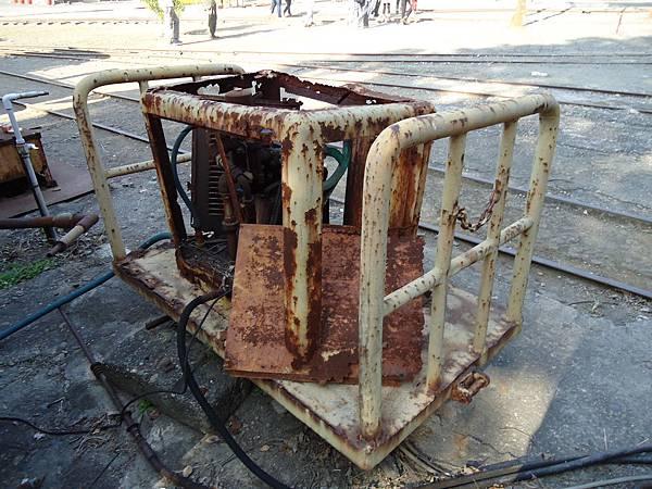橋頭糖廠~運糖火車的舊式機件組 我覺得蠻有復古味道就拍下.jpg