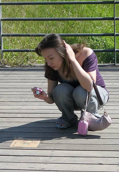 阿公店水庫~小燕念我穿拖鞋我回:妳女兒一定會帶我走路,不然要穿高跟鞋麼.jpg