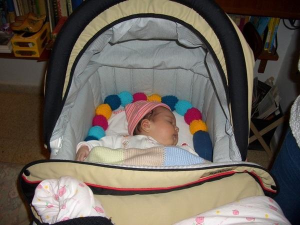 睡在娃娃車