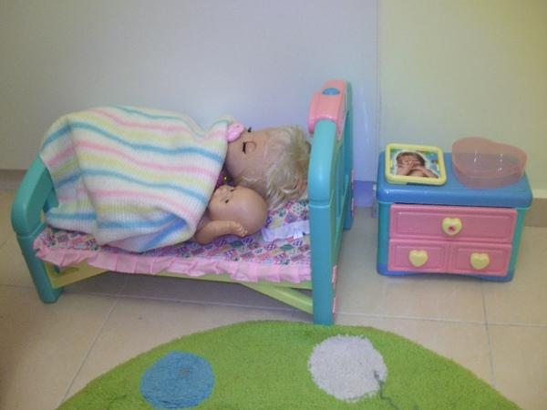 Puppy 雅洋娃娃的床及床頭櫃