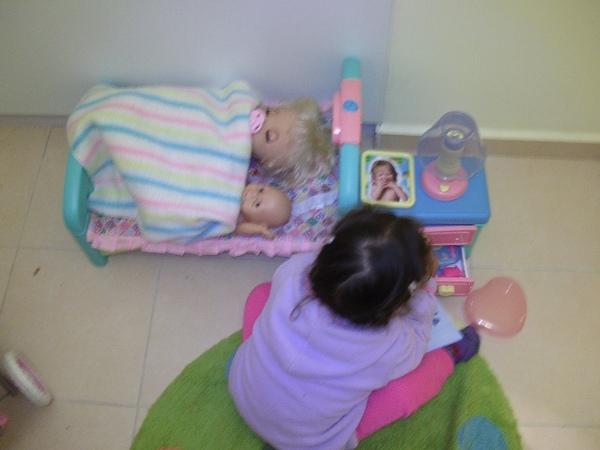 Puppy 雅洋娃娃的床及床頭櫃(2)