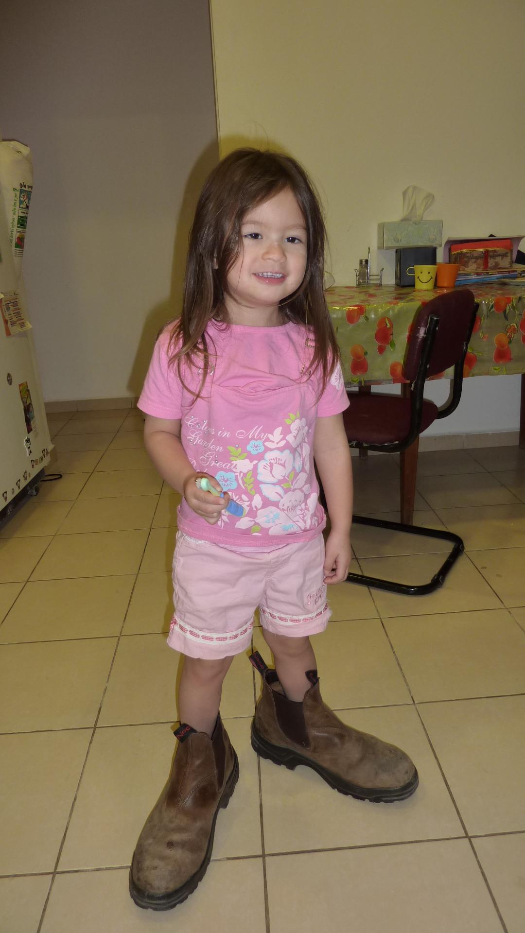 穿大鞋的妹妹