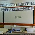 教室白板上貼著:你好,小一生!
