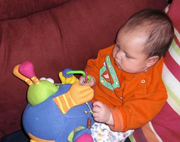 妹妹玩外星人球1