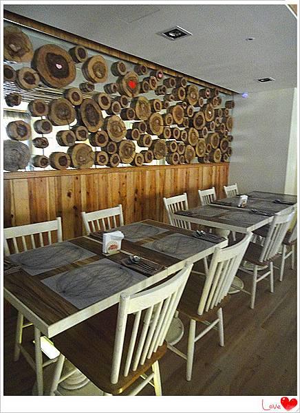 二樓用餐環境2.jpg
