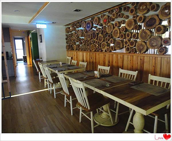 二樓用餐環境7.jpg
