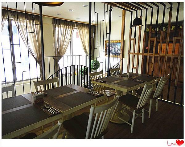 二樓用餐環境8.jpg