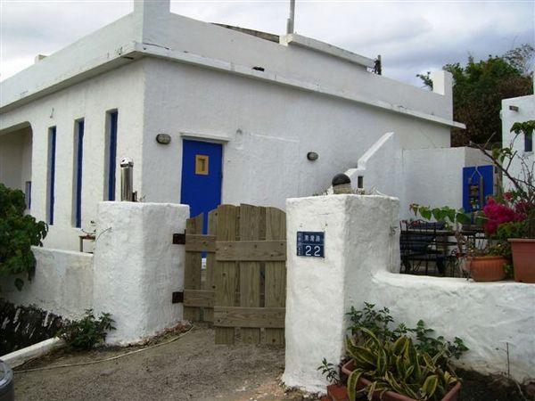 墾丁路邊看到的希臘風小房子.JPG